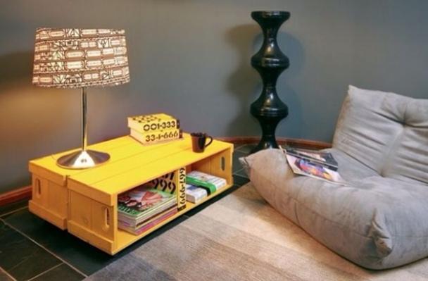 Mesa de centro con cajas de fruta