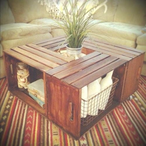 Preciosa mesa de centro hecha con cajas de madera recicladas